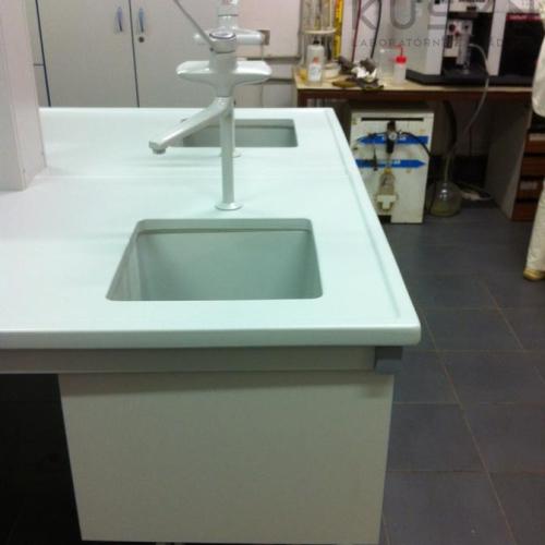 Obojstranný Stôl S Liatou Keramikou A Poplastovanými Batériami